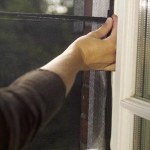 a026cab25c6 tesa® putukavõrk väljapoole avanevale aknale, rullitav must 1,3×1,5