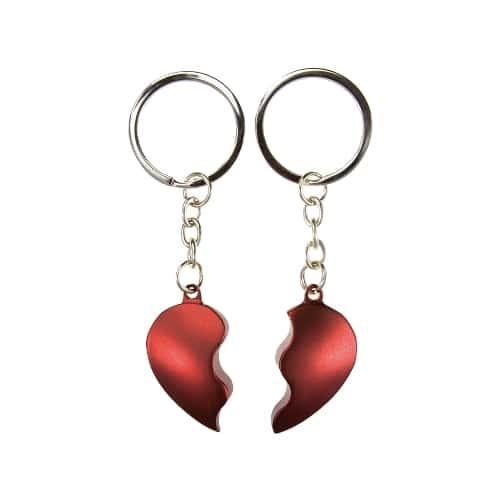 Võtmehoidja kahele jagatud syda punane