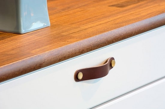 Beslag Design nahast mööbli käepide pruun/messing Palmett Lukud